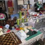 Ajedrez antiguo, libros, muñecas, cuberteria