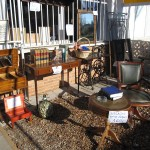 Mesas antiguas, enciclopedia, muebles, espejos, cuadros, sillas